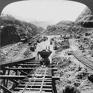 300px-Panama_Canal_under_construction_1907
